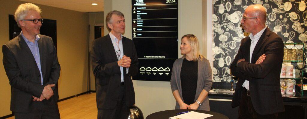 Bouvet og ITS Norge inngikk partneravtale under ITS konferansen 2016.